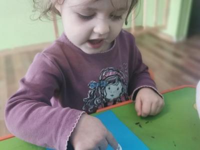 Malowanie palcami z wykorzystaniem pasty