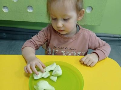 Motoryka mała: Poznajemy owoce – gruszka.